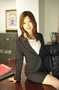 美女小秘书讨老板欢心