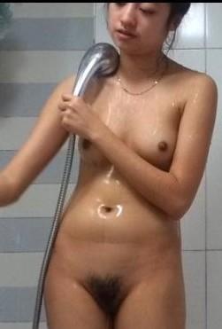 偷拍姐姐泡澡
