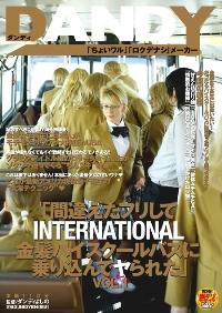 金发美女满载的高校巴士