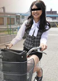 点击播放《Muramura 040516_376 骑自行车上班的美人OL女阴露出》